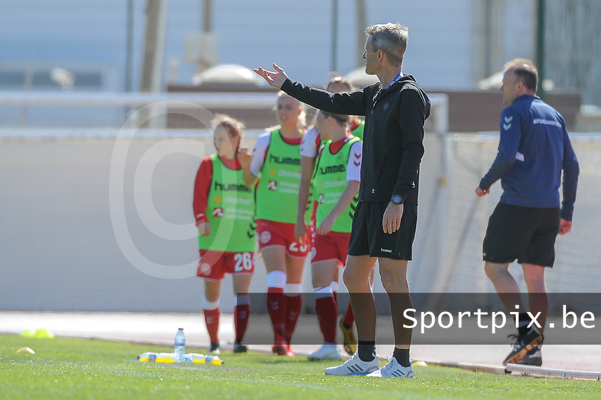 20200307  Lagos , Portugal : Danish head coach Lars Sondergaard pictured during the female football game between the national teams of Sweden and Denmark on the second matchday of the Algarve Cup 2020 , a prestigious friendly womensoccer tournament in Portugal , on saturday 7 th March 2020 in Lagos , Portugal . PHOTO SPORTPIX.BE | STIJN AUDOOREN