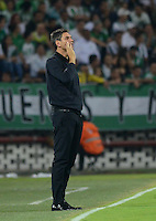 MEDELLIN -COLOMBIA, 5-MARZO-2015. Mauricio Pellegrino técnico de Estudiantes de La Plata gesticula durante el encuentro con Atletico Nacional de La Copa Bridgestone Libertadores grupo siete 2015  jugado en el estadio Atanasio Girardot de la ciudad de Medellin. / Mauricio Pellegrino coach of Estudiantes de La Plata gestures during match against Atletico Nacional for Bridgestone Libertadores Cup 2015 Group Seven played at the Atanasio Girardot stadium in the city of Medellin. / . /  Photo /VizzorImage / Leon Monsalve  / Stringer