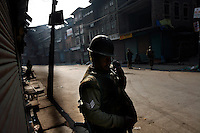 Paramilitary police enforcing a curfew imposed to stop separists gather for a political demonstration in Srinagar, Kashmir, India. © Fredrik Naumann/Felix Features
