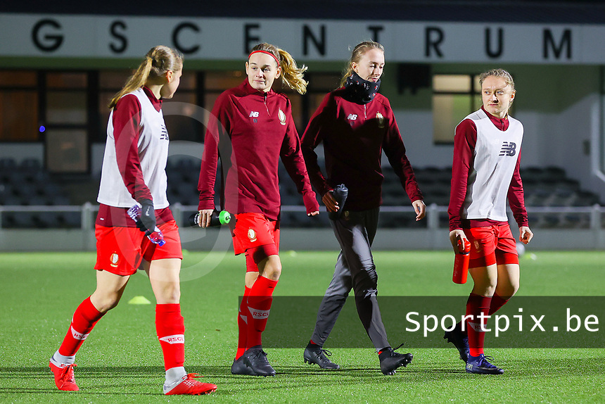 Aster Janssens (5 Standard), Sylke Calleeuw (9 Standard), Lisa Petry (21 Standard) and Gwyneth Vanaenrode (3 Standard)  pictured during the warm up before a female soccer game between Oud Heverlee Leuven and Standard Femina De Liege on the 10th matchday of the 2020 - 2021 season of Belgian Womens Super League , sunday 20 th of December 2020  in Heverlee , Belgium . PHOTO SPORTPIX.BE | SPP | SEVIL OKTEM