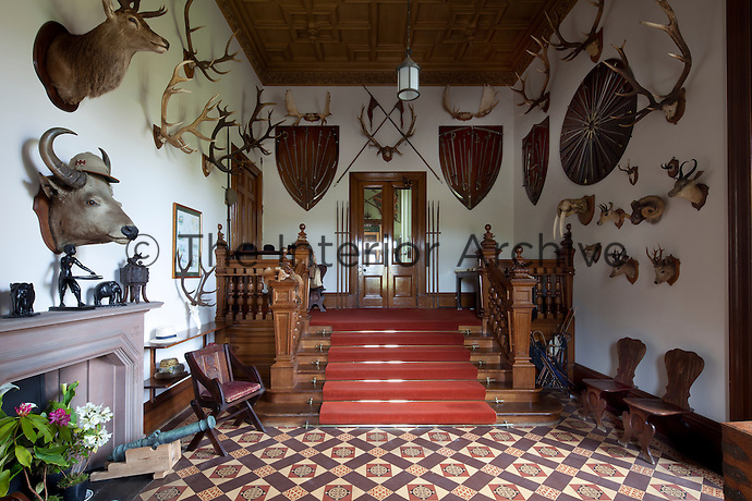 The welcome of tusks, antlers, hors and weaponry in the outer hall