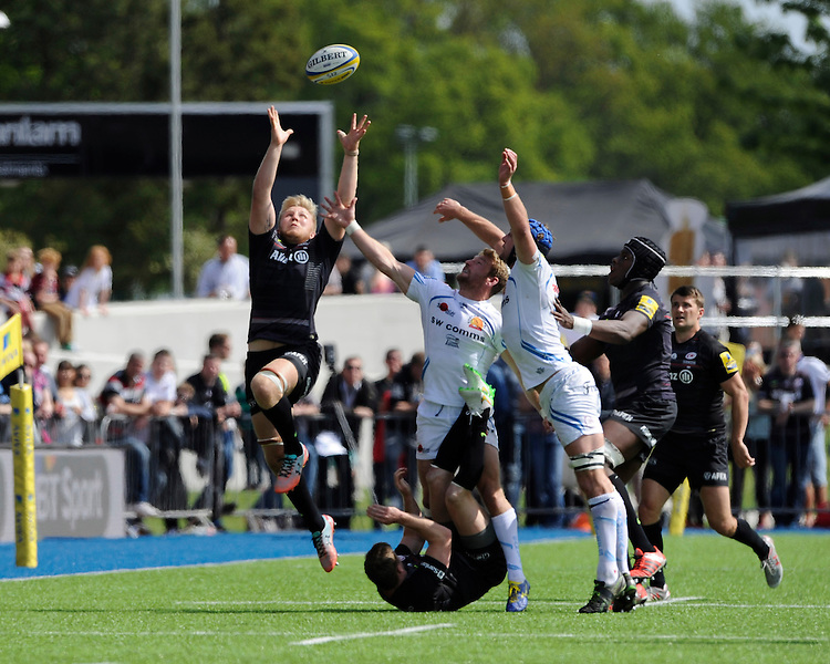 Jackson Wray of Saracens goes up against Matt Jess and Dean Mumm of Exeter Chiefs