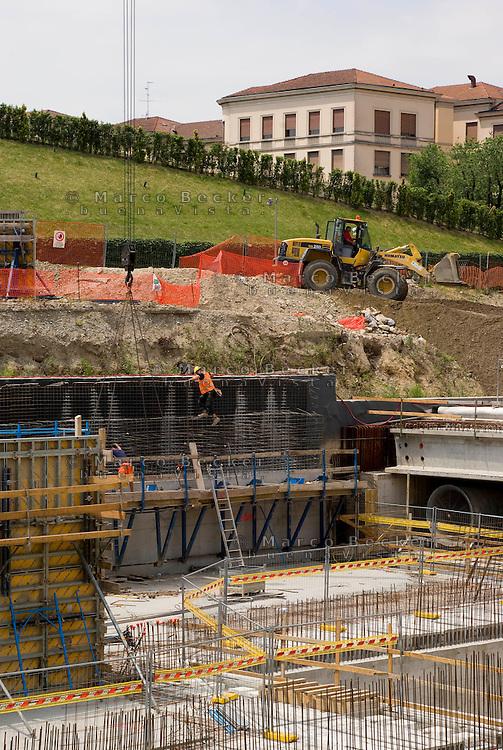 milano, il cantiere per la metropolitana linea 5 al quartiere portello --- milan, construction site for the subway line 5 at the portello district