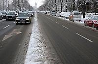 Nach ergiebigem Schneefall in den letzten Tagen sind die Leipziger Starßen noch  immer voll von Schnee. Die Beräumung dauert an. Beräumungszustand in Leipzig Schleußig - im Bild:   Straße des 18. Oktober / Johannisallee alle vier Fahrspuren sind weitgehend frei von Schnee.   Foto: Norman Rembarz..Norman Rembarz , Autorennummer 41043728 , Holbeinstr. 14, 04229 Leipzig, Tel.: 01794887569, Hypovereinsbank: BLZ: 86020086, KN: 357889472, St.Nr.: 231/261/06432 - Jegliche kommerzielle Nutzung ist honorar- und mehrwertsteuerpflichtig! Persönlichkeitsrechte sind zu wahren. Es wird keine Haftung übernommen bei Verletzung von Rechten Dritter. Autoren-Nennung gem. §13 UrhGes. wird verlangt. Weitergabe an Dritte nur nach  vorheriger Absprache..