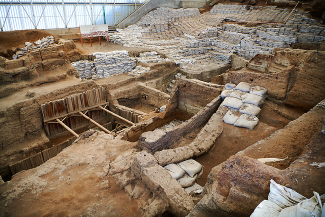 looking across the south area across the Neolithic remains of mud brick houses walls. In the centre it can be seen how deep the excavation has gone so far. 7500 BC to 5700 BC, Catalyhoyuk Archaeological Site, Çumra, Konya, Turkey