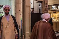 due mullah nel bazar di Isfahan