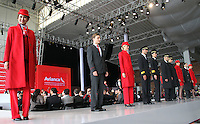 BOGOTA - COLOMBIA- 28 -05-2013: Presentación de los nuevos uniformes diseñados por  Álvaro Reyes para los colaboradores de Avianca (Desfile) .   El presidente de la Junta Directiva de Avianca señor Germán Efrómovich muestra la nueva marca comercial única de Avianca  . The Chairman of the Board Mr. Germán Efromovich Avianca shows the new single brand Avianca<br /> <br />   (Foto: VizzorImage / Felipe Caicedo / Staff)