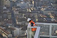 - Milan, construction worker on top of the new skyscraper headquarters of the Lombardy Region....- Milano, operaio edile sulla cima del nuovo grattacielo sede della Regione Lombardia