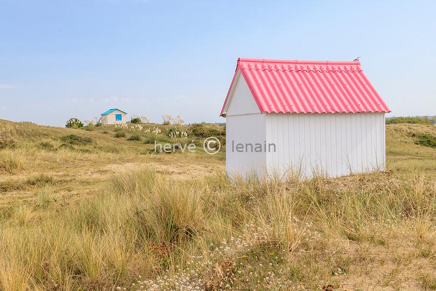 France, Manche, Cotentin, Gouville sur Mer, beach cabins // France, Manche (50), Cotentin, Gouville-sur-Mer, cabines de plage