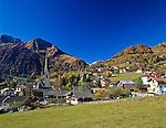 Austria, East-Tyrol, Virgen Valley, Virgen with Berger Kogel mountain (2.656 m) | Oesterreich, Ost-Tirol, Herbst im Virgental, Virgen vorm Berger Kogel (2.656 m)