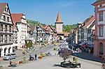 Deutschland, Baden-Wuerttemberg, Schwarzwald, Gengenbach im Ortenaukreis: Stadtzentrum mit Obertor | Germany, Baden-Wurttemberg, Black Forest, Gengenbach: centre with Upper Gate