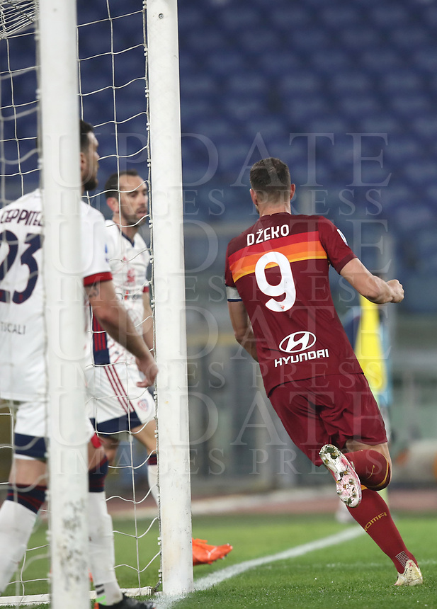 Football, Serie A: AS Roma - Cagliari calcio, Olympic stadium, Rome, December 23, 2020. <br /> Roma's captain Edin Dzeko (r) celebrates after scoring during the Italian Serie A football match between Roma and Cagliari at Rome's Olympic stadium, on December 23, 2020.  <br /> UPDATE IMAGES PRESS/Isabella Bonotto
