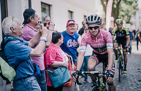 Maglia Rosa / overall leader Simon Yates (GBR/Mitchelton-Scott) to the race start <br /> <br /> stage 14 San Vito al Tagliamento – Monte Zoncolan (186 km)<br /> 101th Giro d'Italia 2018