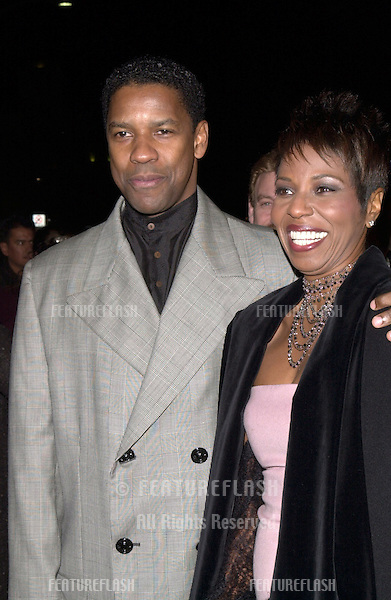 """14DEC99: Actor DENZEL WASHINGTON & wife PAULETTA PEARSON at the world premiere, in Los Angeles, of his new movie """"The Hurricane""""..© Paul Smith / Featureflash"""