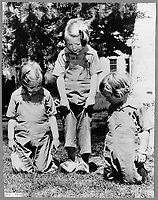 Princess Beatrix and Princess Irene in Canada with girlfriend<br /> Date 1944