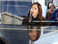 Singer-songwriter Chantal Kreviazuk busks for charity at the Maxwell House Brew Some Good event in Toronto that saw the coffee brand provide free coffee and subway rides to 10,000, plus a commitment of more than $300,000 nationally to good causes. For more information, visit www.brewsomegood.ca. (CNW Group/Maxwell House)