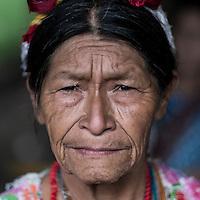 21 noviembre 2014. <br /> Angelina Manuel. Activista en contra de la hidroeléctrica Ecoener, en Santa Cruz de Barillas, Guatemala.<br /> La llegada de algunas compañías extranjeras a América Latina ha provocado abusos a los derechos de las poblaciones indígenas y represión a su defensa del medio ambiente. En Santa Cruz de Barillas, Guatemala, el proyecto de la hidroeléctrica española Ecoener ha desatado crímenes, violentos disturbios, la declaración del estado de sitio por parte del ejército y la encarcelación de una decena de activistas contrarios a los planes de la empresa. Un grupo de indígenas mayas, en su mayoría mujeres, mantiene cortado un camino y ha instalado un campamento de resistencia para que las máquinas de la empresa no puedan entrar a trabajar. La persecución ha provocado además que algunos ecologistas, con órdenes de busca y captura, hayan tenido que esconderse durante meses en la selva guatemalteca.<br /> <br /> En Cobán, también en Guatemala, la hidroeléctrica Renace se ha instalado con amenazas a la población y falsas promesas de desarrollo para la zona. Como en Santa Cruz de Barillas, el proyecto ha dividido y provocado enfrentamientos entre la población. La empresa ha cortado el acceso al río para miles de personas y no ha respetado la estrecha relación de los indígenas mayas con la naturaleza. ©Calamar2/ Pedro ARMESTRE<br /> <br /> The arrival of some foreign companies to Latin America has provoked abuses of the rights of indigenous peoples and repression of their defense of the environment. In Santa Cruz de Barillas, Guatemala, the project of the Spanish hydroelectric Ecoener has caused murders, violent riots, the declaration of a state of siege by the army and the imprisonment of a dozen activists opposed to the project . <br /> A group of Mayan Indians, mostly women, has cut a path and has installed a resistance camp to prevent the enter of the company's machines. The prosecution has also provoked that some ecologists, with orders for their