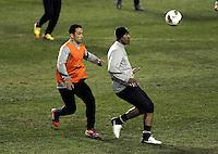 BUENOS AIRES, ARGENTINA, 26 JUNHO 2012 - TREINO CORINTHIANS LA BOMBONERA -  Jogadores do Corinthians durante treino de reconhecimento de gramado do Estadio La Bombonera em Buenos Aires na Argentina, nesta-terca, 26. (FOTO: JUANI RONCORONI / BRAZIL PHOTO PRESS).