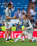 Gareth Bale of Real Madrid and teammate Toni Kroos chat prior to the La Liga 2018-19 match between Real Madrid and CD Leganes at Estadio Santiago Bernabeu on September 01 2018 in Madrid, Spain. Photo by Diego Souto / Power Sport Images