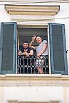 Milano, 25 aprile2020 flash mob alle finestra per la festa della Liberazione<br /> <br /> <br /> <br /> negozio chiuso durante la quarantena. L'Apocalisse in vetrina