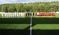 Vriendschappelijke interland vrouwenvoetbal : Belgium A - France A te Nieuwpoort ;..ploegfoto voor de aftrap bij de nationale hymnes..foto DAVID CATRY / Vrouwenteam.be