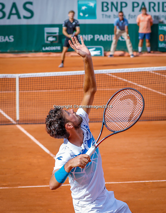 Paris, France, 27 May, 2018, Tennis, French Open, Roland Garros, Robin Haase (NED) serves to his opponent Goffin (BEL)<br /> Photo: Henk Koster/tennisimages.com