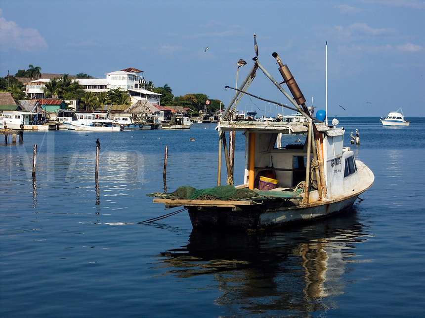 Fishing boats in the harbour on the Carribean coast of Livingston, Guatemala<br />