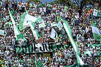 MEDELLIN -COLOMBIA-10-MAYO-2015.  Hinchas  del Atletico  Nacional  durante el encuentro  contra el Independiente Santa Fe   , durante partido por la fecha 19 entre Atletico Nacional y el Independiente Santa Fe   de la Liga Aguila I-2015, en el estadio Atanasio Girardot de la ciudad de Medellin . / Fans  of Atletico Nacional during match against of Independiente Santa Fe  , during a  match of the 19 date between Atletico Nacional  and Independiente Santa Fe  for the Liga Aguila I -2015 at the Atanasio Girardot Stadium in Medellin city <br /> .Photo: VizzorImage / Leon Monsalve / STR