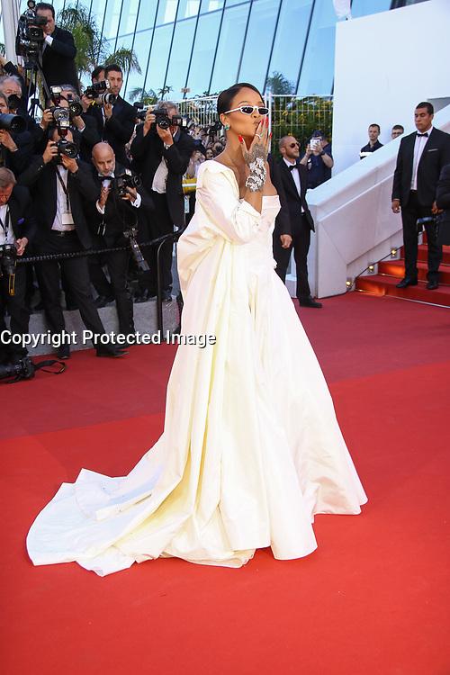 Rihanna sur le tapis rouge pour la projection du film en competition OKJA lors du soixante-dixiËme (70Ëme) Festival du Film ‡ Cannes, Palais des Festivals et des Congres, Cannes, Sud de la France, vendredi 19 mai 2017.