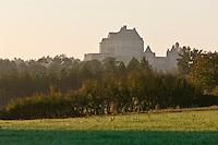 Europe/France/Aquitaine/24/Dordogne/Biron: Le château de Biron dans la brume matinale