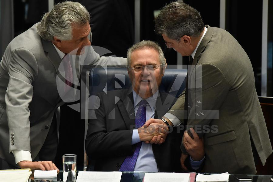 BRASÍLIA, DF, 08.12.2016 – RENAN-SENADO – O presidente do Senado, Renan Calheiros,chegando no Congresso Nacional na manhã desta quarta-feira, 08. (Foto: Ricardo Botelho/Brazil Photo Press)