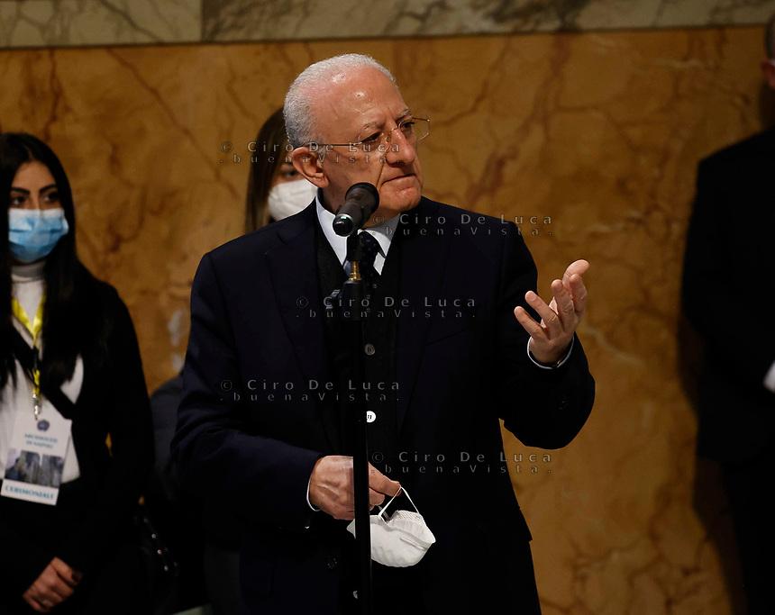 il Vescovo Monsignor Domenico Battaglia si insedia come Nuovo Arcivescovo  della chiesa di  Napoli<br /> incontro in  Curia e messa nel DuomoVincenzo De Luca governatore Campania