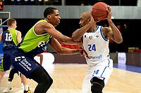 10-04-2021: Basketbal: Donar Groningen v ZZ Leiden: Groningen, Donar speler Justin Watts met Leiden speler Nick King