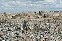 KENIA Nairobi Korogocho Slum , Dandora Muellkippe/ KENYA Nairobi Korogocho Slum , Dandora dumping site