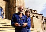 """SEAN CONNERY E JEAN- JACQUES ANNAUD<br /> SUL SET DE """"IL NOME DELLA ROSA"""" ROMA 1985"""