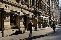 Geschäfte auf der Pohjoisesplanadi, Helsinki, Finnland