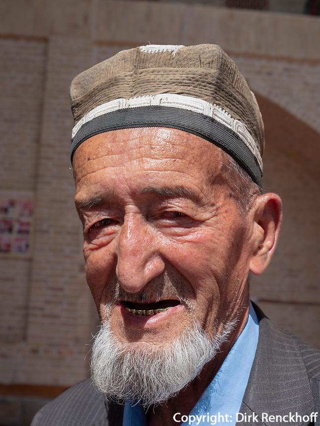 Gläubige vor der Bolo-Hovuz Moschee, Buchara, Usbekistan, Asien<br /> believers at Bolo Hovuz Mosque, Historic City of Bukhara, Uzbekistan, Asia, UNESCO Heritage Site