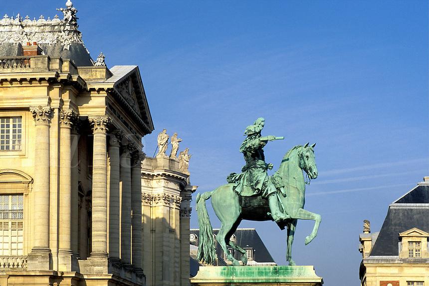 France, Versailles, Yvelines, Paris, Ile de France, Europe, Equestrian statue of Louis XIV at the Chateau de Versailles.