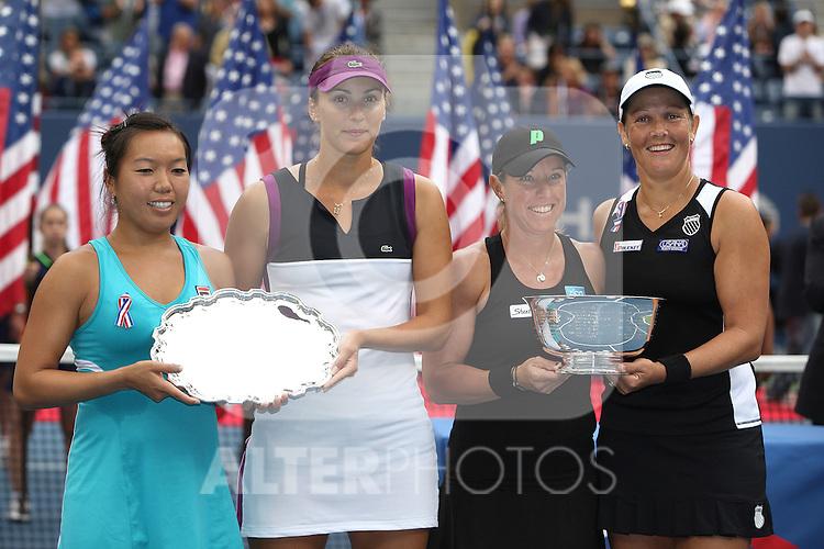 11.09.2011, Flushing Meadows, New York, USA, WTA Tour, US Open, Finale im Doppel der Damen, im Bild v.r. n. l. LIEZEL HUBER (USA), LISA RAYMOND (USA), VANIA KING  (USA), YAROSLAVA SHVEDOVA (KAZ) HOLDING TROPHIES. // during WTA Tour US Open tennis tournament at Flushing Meadows, women dubles final, New York, USA on 11/09/2011. EXPA Pictures © 2011, PhotoCredit: EXPA/ Newspix/ Marek Janikowski +++++ ATTENTION - FOR AUSTRIA/(AUT), SLOVENIA/(SLO), SERBIA/(SRB), CROATIA/(CRO), SWISS/(SUI) and SWEDEN/(SWE) CLIENT ONLY +++++