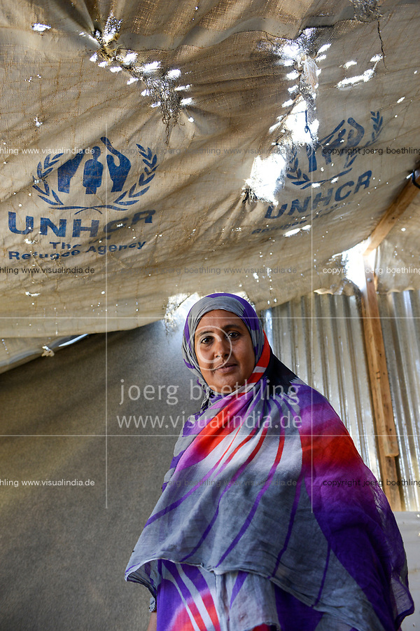 DJIBOUTI , Obock, refugee camp Markazi for yemeni war refugees, woman in tent provided by UNHCR / DSCHIBUTI, Obock, Fluechtlingslager Markazi fuer jemenitische Fluechtlinge