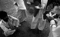 11.2010 Pushkar (Rajasthan)<br /> <br /> Man buying camels during the fair.<br /> <br /> Homme achetant des chameaux pendant la foire.