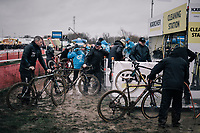 traffic jam at the cleaning station<br /> <br /> Men's Race<br /> Belgian National CX Championschips<br /> Kruibeke 2019