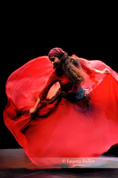 """NURIA<br /> Nuria Rovila Salat dans """"Tzigane imaginaire"""" de Jean-Marc Zelwer<br /> Théâtre Jean Vilar de Suresnes, le 08/10/2010"""