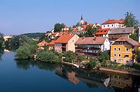 Altstadt von Novo Mesto am Ufer der Krka, Slowenien