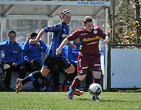 Dames Club Brugge - SV Zulte Waregem : Anke De Vos aan de bal voor Charlotte Laridon.foto DAVID CATRY / Nikonpro.be