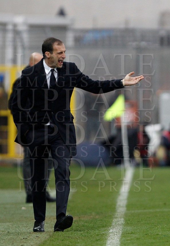 Calcio, Serie A: Frosinone vs Juventus. Frosinone, stadio Comunale, 7 febbraio 2016.<br /> Juventus coach Massimiliano Allegri gives indications to his players during the Italian Serie A football match between Frosinone and Juventus at Frosinone's Comunale stadium, 7 January 2016.<br /> UPDATE IMAGES PRESS/Isabella Bonotto