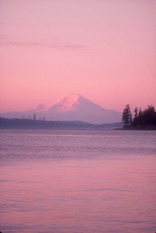 Seattle, Puget Sound, Mount Rainier, sunrise, Kingston, Kitsap Peninsula, Washington State, Pacific Northwest, United States,