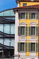 Europe/France/Provence-Alpes-Côte d'Azur/Alpes-Maritimes/Nice: Façade des Maisons Place Garibaldi et du Musée d'art moderne et d'art contemporain de Nice, MAMAC //   Europe, France, Provence-Alpes-Côte d'Azur, Alpes-Maritimes, Nice: Houses facade Place Garibaldi and Musée d'art moderne et d'art contemporain de Nice, MAMAC , Place Garibaldi is one of the oldest and the largest squares in Nice