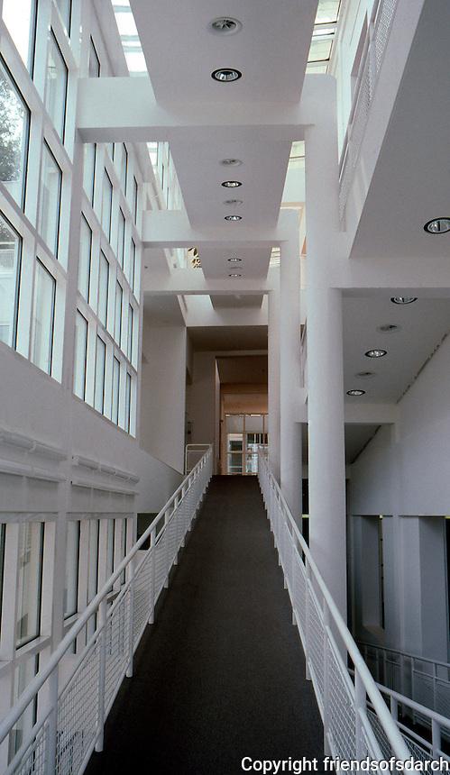 Richard Meier: Arts & Crafts Museum.  Photo '85.