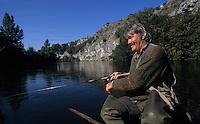 Europe/France/Midi-Pyrénées/46/Lot/Vallée de la Dordogne/Souillac: Pêche sur la Dordogne avec J.P. Malgouyat - AUTORISATION N°A5<br /> PHOTO D'ARCHIVES // ARCHIVAL IMAGES<br /> FRANCE 1990